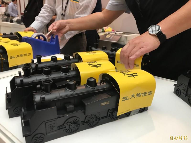 日本鐵道便當以火車當造型,吃完的便當盒還可以留下來做紀念。(記者簡亭宇攝)