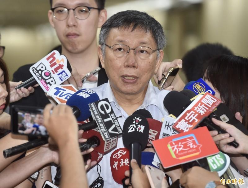 台北市長柯文哲今在市府接受媒體聯訪。(記者簡榮豐攝)