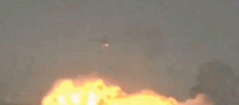 印度空軍一架美洲豹戰機飛後遭受鳥擊,訓練員緊急卸載副油箱及訓練彈,所幸該意外沒有造成任何人員傷亡。(圖擷取自Indian Air Force推特影片)