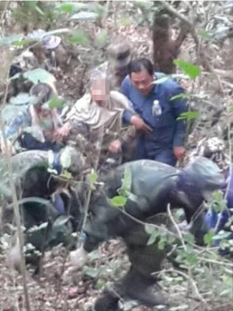 老阿嬤在田寮新興里龍鞍宮附近墓園被尋獲。(記者蘇福男翻攝)