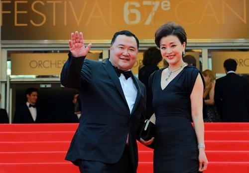 史東聲稱,他的爆料消息來源,明顯是來自知名央視主持人楊瀾(右)的丈夫、美籍華裔企業家吳征(左)。(翻攝自推特)