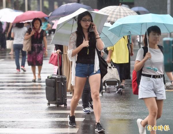 中央氣象局指出,今天(7日)上午各地多為多雲到晴,午後各地有雨。(資料照)