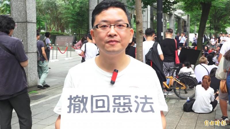 在台香港民眾希望撤回惡法。(記者胡姿霞攝)