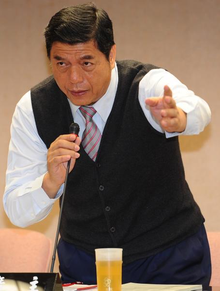 內政委員會召集委員張慶忠今突喊「復議案通過」,讓現場在野黨立委一片錯愕。(資料照,記者張嘉明攝)