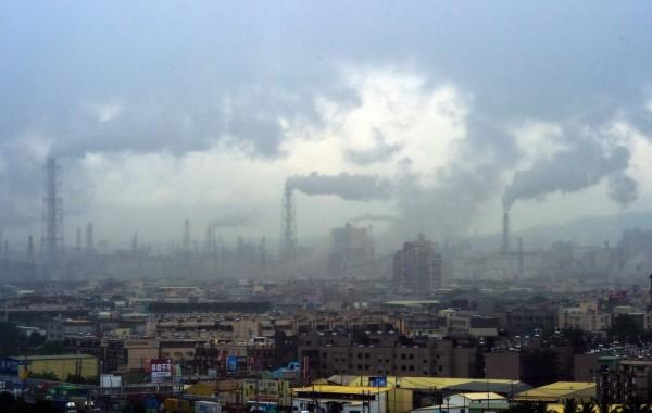世界衛生組織發表的報告顯示,2012年約有1260萬人因為暴露在不健康的環境中而死亡。(資料照,記者張忠義攝)