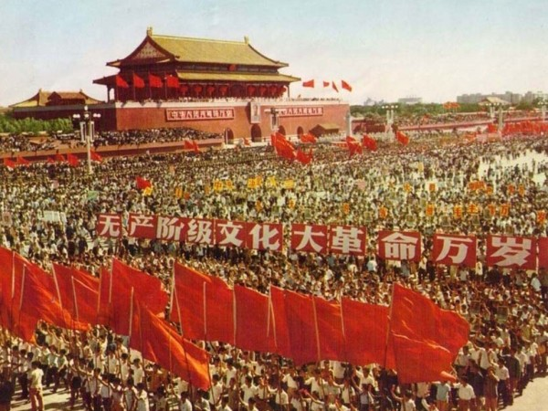 中國在1966年發動文化大革命,據歷史研究,至少200萬人死於非命、上億人流離失所。(圖擷取自網路)