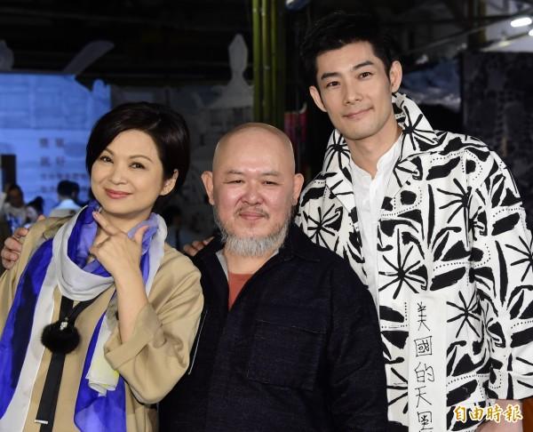 導演林正盛(中)對中國影星們講「台灣一點都不想多」。(資料照)