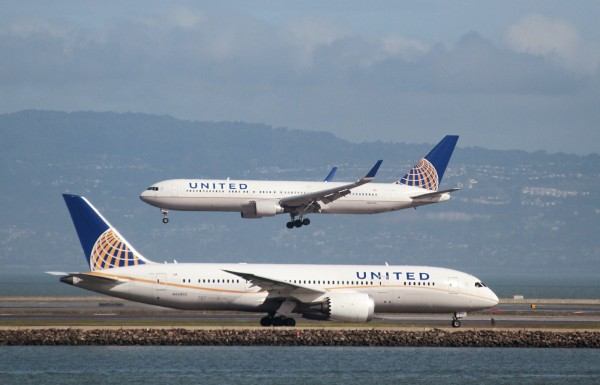 美聯航一架載有79名乘客及5名機組人員的客機,起飛後不久,疑因引擎爆炸,客機緊急迫降回原機場。示意圖,非事發客機。(路透)