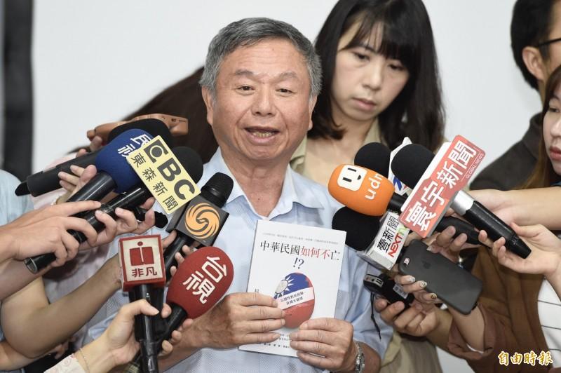 楊志良「中華民國如何不亡!?」新書發表會,接受媒體訪問。(記者叢昌瑾攝)
