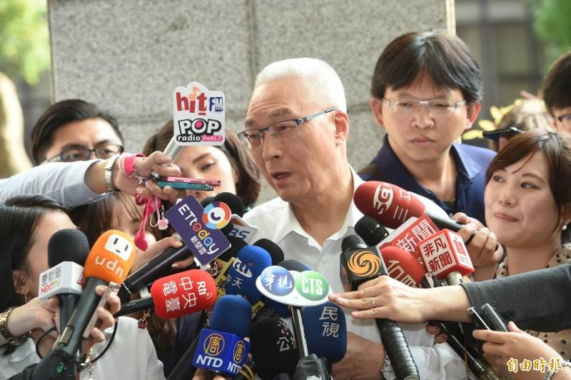高雄市長韓國瑜稱若吳敦義真的拿4千萬元給他,就辭市長,吳敦義回應,「有捐是事實」,其中也包含高雄,但自己都沒經手,「絕對沒有從我手中拿多少錢給某位縣市長候選人」。(記者劉信德攝)