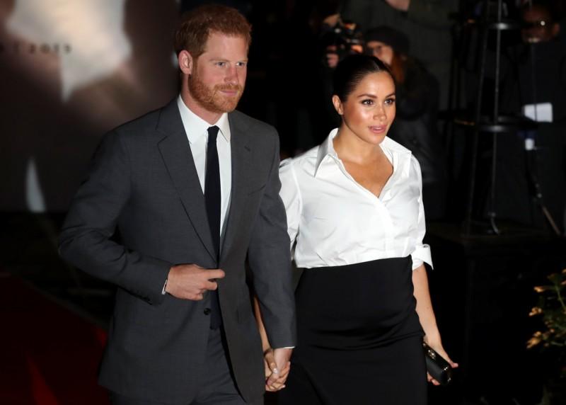 美國一家新聞機構先前租用直升機偷拍英國哈利王子的房子,哈利今日接受「大筆」賠償金和道歉,但金額不明。(路透)