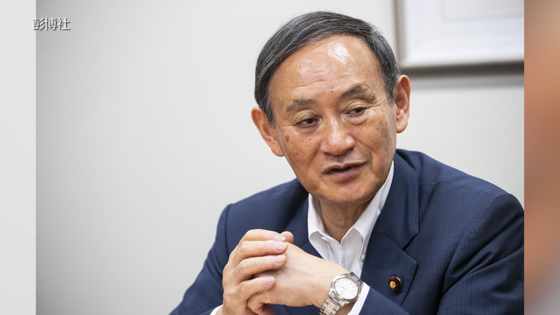 繼任首相菅義偉會如何處理安倍的遺憾,將成為大眾注目焦點。(彭博社)