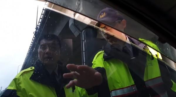 遇臨檢反逼警「出示證件」遭轟 他今反擊:警方已承認疏失