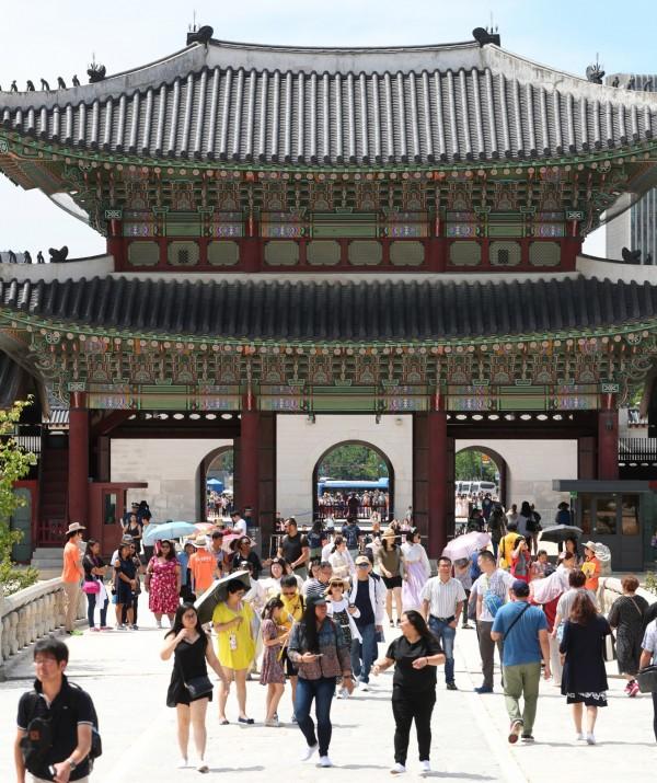 南韓文化體育觀光部和南韓觀光公社今日表示,2018上半年海外遊客人數為722萬人次。(歐新社)