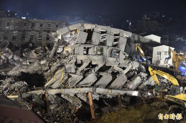 南台0206地震,造成台南維冠大樓倒塌,115人死亡的悲劇。(資料照,記者張忠義攝)