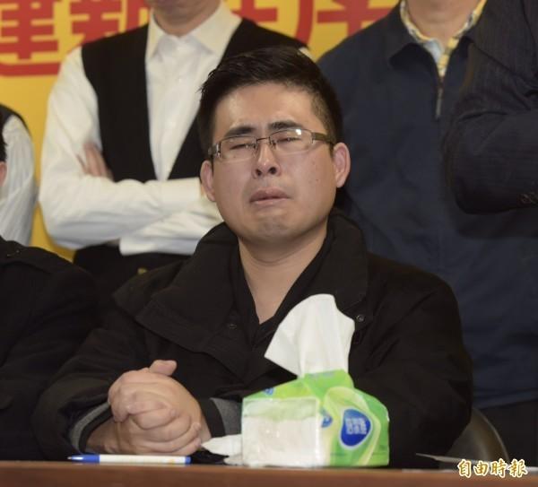 新黨青年軍王炳忠等人,被控違反「國家安全法」,19日遭檢調搜索、約談。(記者黃耀徵攝)