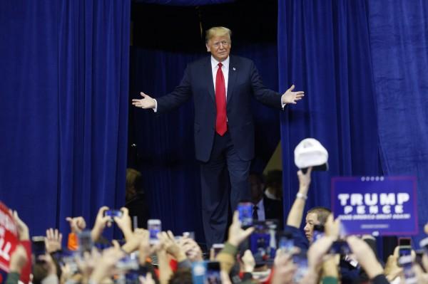美國政壇面臨期中選舉,外界也關注後續國際局勢走向。(彭博)