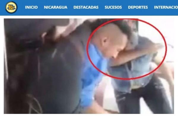 墨西哥有位婦人日前搭乘公車時,遇上一名男子持槍搶劫前排乘客,但她仔細一看,竟是自己35歲的兒子拉蒙(Ramon M.,圖),於是立馬脫下拖鞋,爆打兒子,更連同車內其他人制伏兒子,並報警逮人。(翻攝自《La Nueva Radio YA》)
