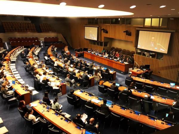 高姓部落客質問導覽員,「聯合國致力拓展世界人權平等,那台灣人的人權呢?」當場讓對方、一旁的聯合國官員「鴉雀無聲」。(圖由高姓部落客授權使用)