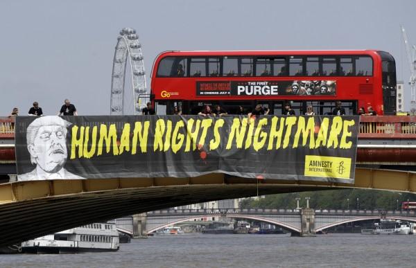 美國總統川普(Donald Trump)今日飛抵英國倫敦,展開拖延已久的訪英行程,預計此行將會伴隨一連串的反川普抗議活動。(美聯社)