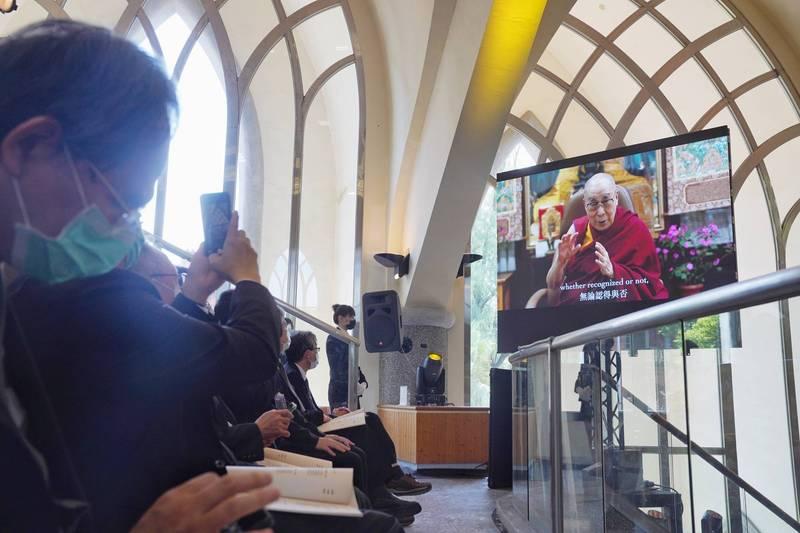 西藏精神領袖達賴喇嘛也將透過影片表達對李前總統的追思。(台北市攝影記者聯誼會提供)