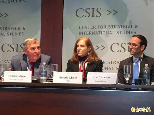 美國華府智庫「戰略暨國際研究中心(CSIS)」亞洲資深顧問葛來儀(中),對法國軍艦本月初經台灣海峽一事發表看法。(資料照)