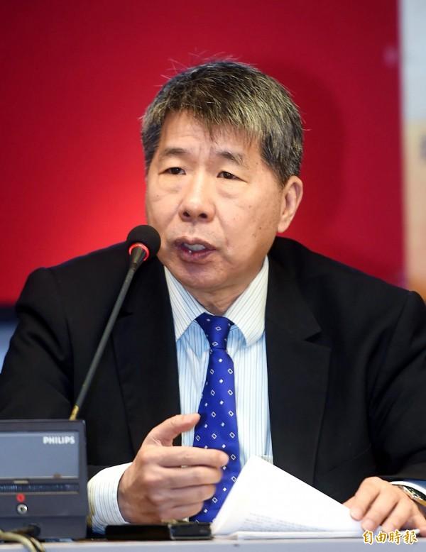 「搶救國文教育聯盟」今日舉行記者會,台大教授張亞中說明訴求。(記者方賓照攝)