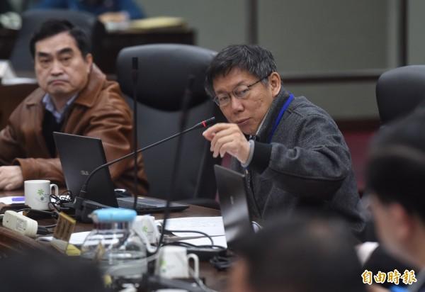 台北市長柯文哲廢除軍公教優惠票,被網友大讚。(記者簡榮豐攝)