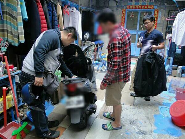 警方今天持搜索票逮捕了38歲薛姓男子,並在他住處起出做案用西裝外套。(中央社)