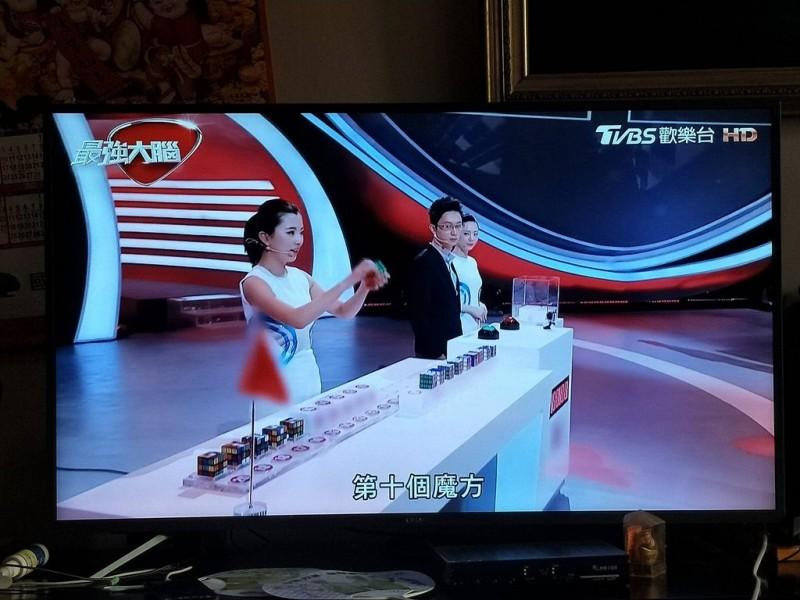 中國節目《最強大腦》中,所有中國五星旗慘遭模糊處理。(擷取自PTT)