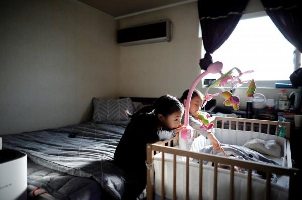 南韓少子化問題嚴重,去年生育率創下歷史新低。(路透)