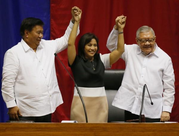 菲律賓國會今日正式宣布,總統和副總統當選人,準副總統羅貝多今日出席國會會議,但是杜特蒂卻選擇待在達沃市。(美聯社)