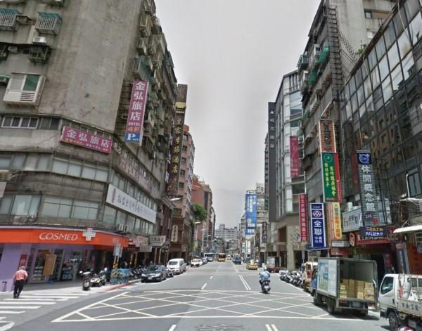 台北市南京西路今日上午7時許,一輛計程車失控追撞前方光華巴士。圖為南京西路街景,非車禍地點。(圖擷自Google街景)