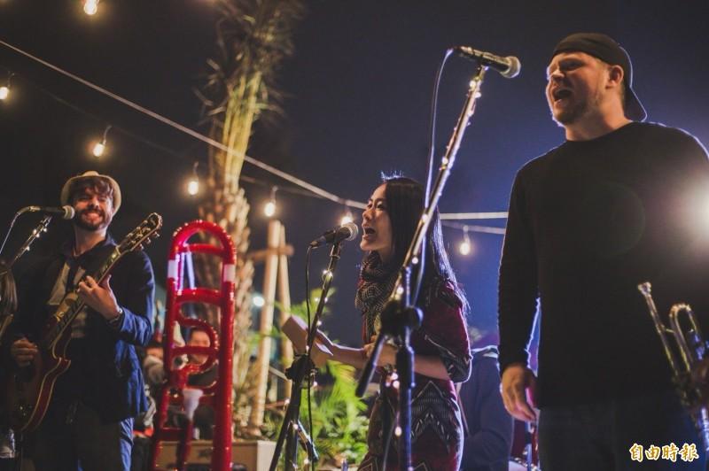 旗津沙灘音樂節的活動內容和「旗津滿月趴」類似,同樣邀請國內外知名DJ、舞者來演出。(資料照)