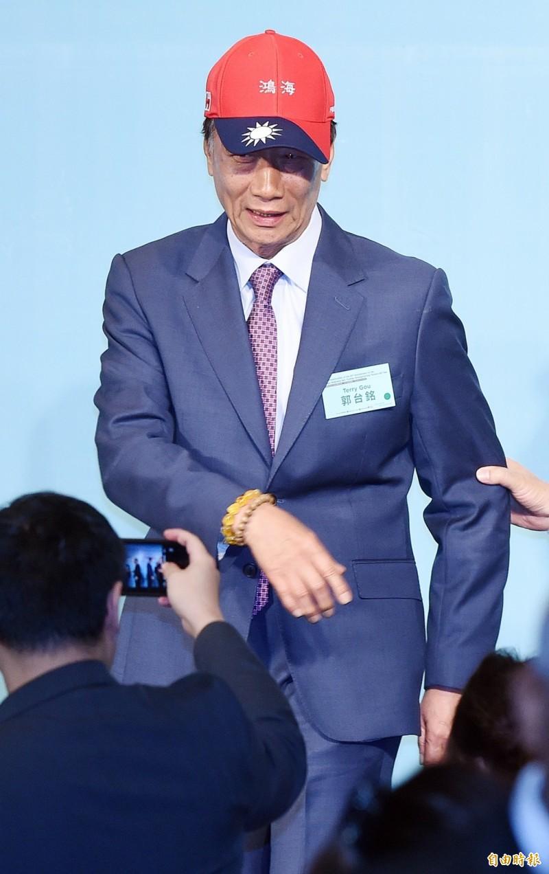 鴻海董事長郭台銘16日出席「2019印太安全對話 」論壇,面對媒體追問是否參選總統,他直言「這幾天將做決定。」,國民黨清查其資格,指是類失聯黨員。(記者廖振輝攝)