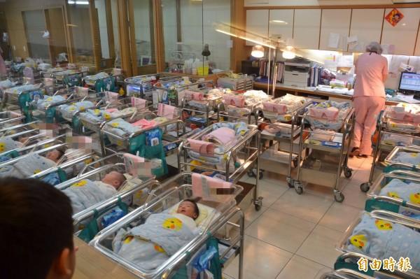 南韓媒體3日援引美國中情局(CIA)報告指出,南韓是今年全球生育率較低的國家之一,台灣則位居世界第3低。示意圖。(資料照,記者侯承旭攝)