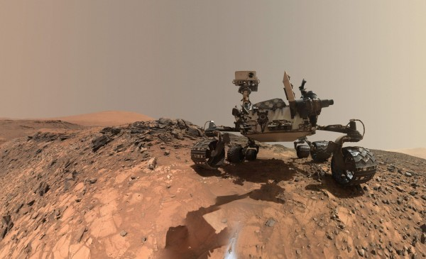 美國國家航空暨太空總署(NASA)於火星上執行任務的好奇號探測車,在一個30億年前隕石坑的土壤樣品裡發現了有機物質。(法新社)