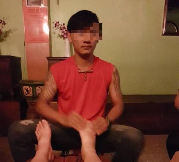 台灣女遊客指控遭到泰國男按摩師性侵,27歲嫌犯到案後供稱經過女方同意,並未強迫。(翻攝自臉書)