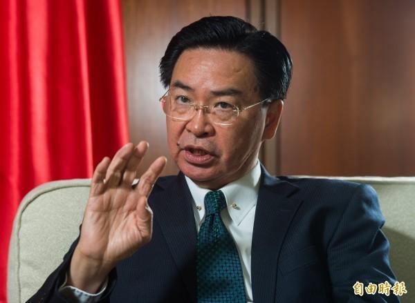 吳釗燮透露,政府高層認為美國軍艦通過台灣海峽,是對台灣安全的保障。(資料照)