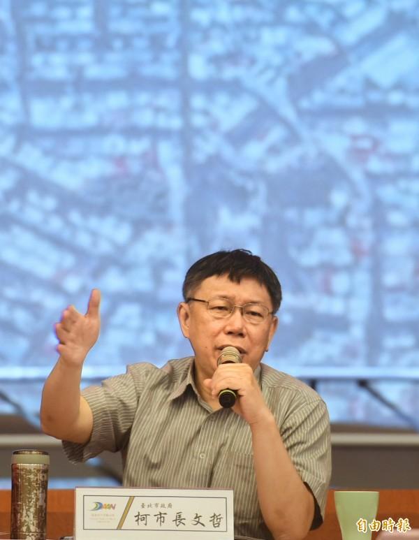 台北市長柯文哲今天被媒體問及是否密組「友柯五劍客」,力求突破藍綠困境,他回應「這什麼奇怪的事情?」(記者方賓照攝)