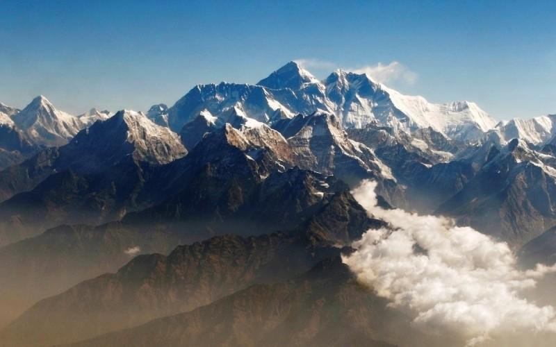 最新研究顯示,自本世紀初以來,喜馬拉雅山冰川的融化速度已經加快1倍,恐對危及約8億人的水源。(路透)