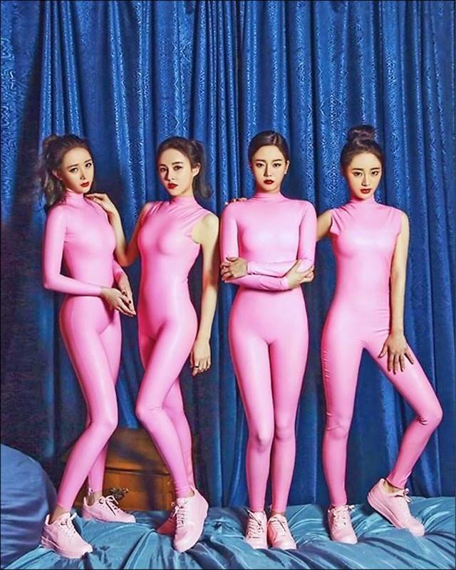 南韓女團Six Bomb在2016年的打歌服,超貼身的粉紅色連身裝被戲稱為「鑫鑫腸」,據傳慘遭各大電視台封殺。(翻攝SixBomb臉書)