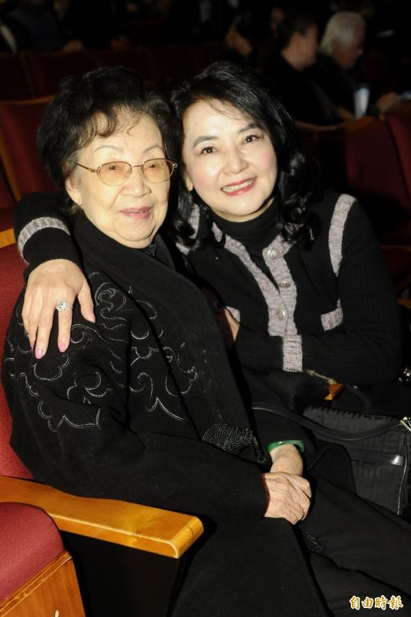 女星胡慧中(右)的丈夫何志平,因涉嫌賄賂外國官員,在美國紐約遭逮捕。(資料照,記者趙世勳攝)