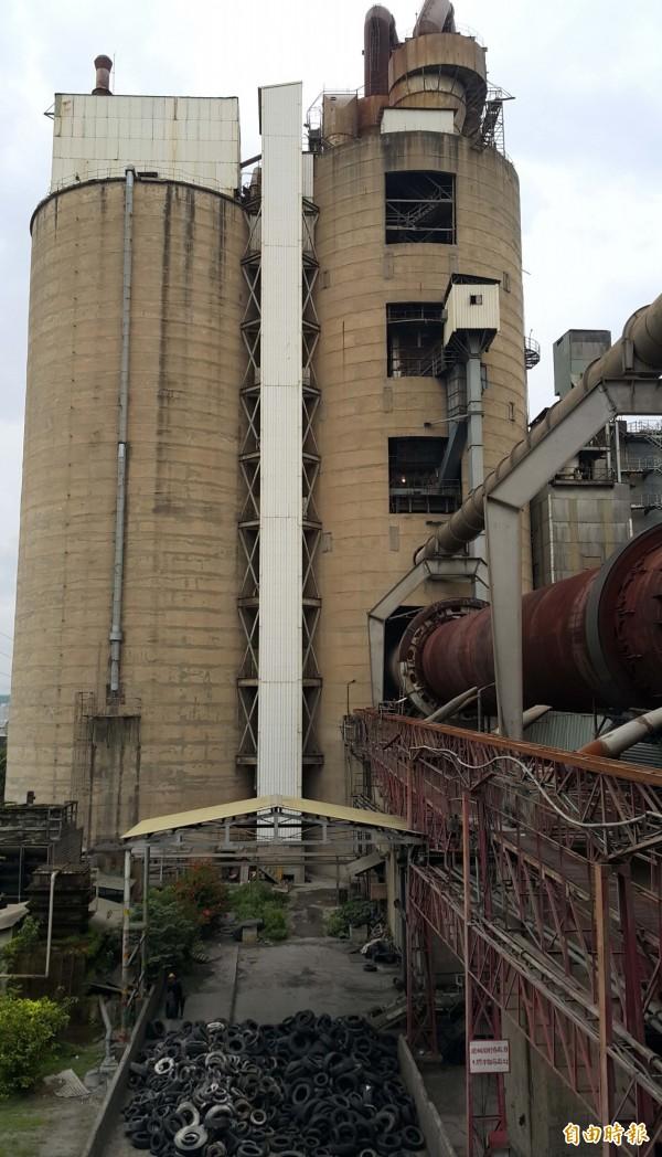 東南水泥廠設備老舊,市府希望能檢修與更新,傾向不同意東南水泥復工。(記者陳文嬋攝)