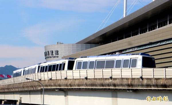 捷運局強調,該方案目前仍在評估,可能採用輕軌系統,也可能採中運量系統。圖為北捷中運量系統文湖線。(資料照,記者郭逸攝)