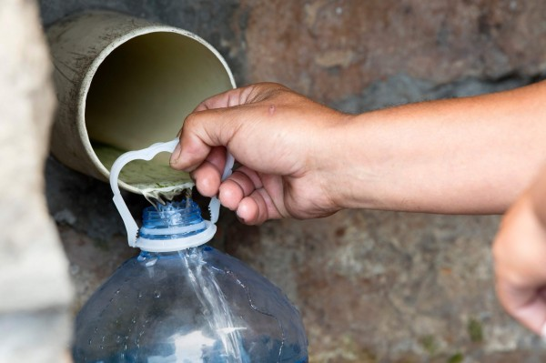 居民被要求節約用水。(法新社)