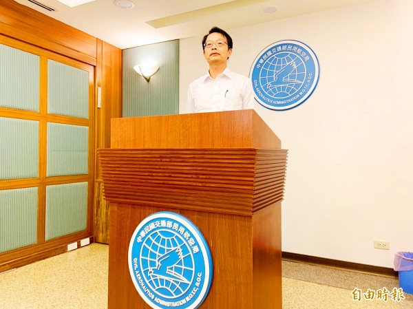 Civil Aeronautics Administration Flight Standards Division Director Clark Lin attends a news conference yesterday at the agency's offices in Taipei. Photo: Chen Yi-chia, Taipei Times