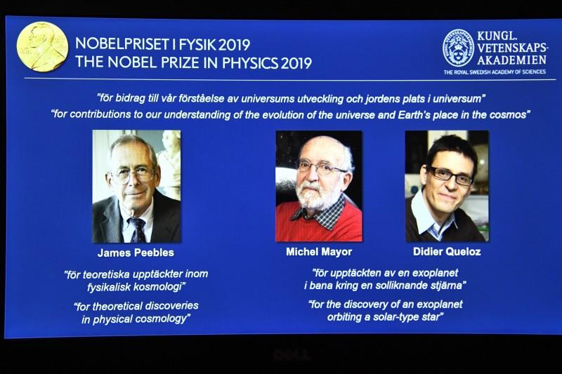 2019諾貝爾物理學獎由宇宙學教父皮布爾斯(左起)、瑞士天文學家麥耶和奎洛茲獲獎。(歐新社)