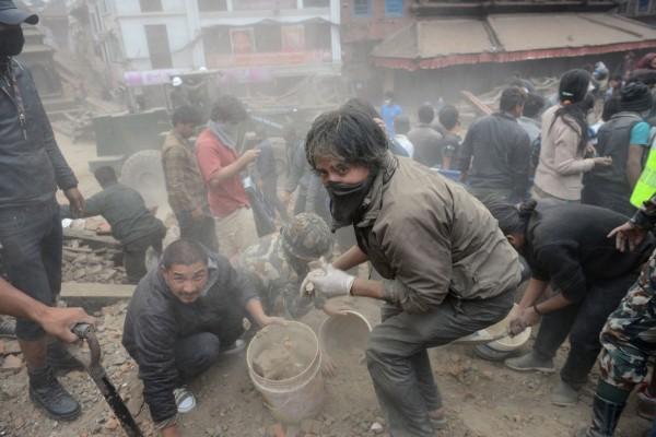 尼泊爾發生大地震,造成嚴重傷亡,馬總統已透過駐印度代表處向尼國表達慰問,並指示行政院及外交部提供必要協助。(法新社)