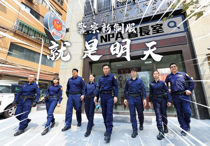 警察換新裝宣傳照非常亮眼,網友讚直逼模特兒等級。(截取自NPA 署長室)